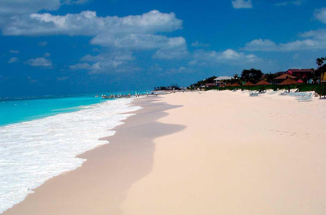 På Turks & Caicosöarna finns stranden som rankats som världens bästa.