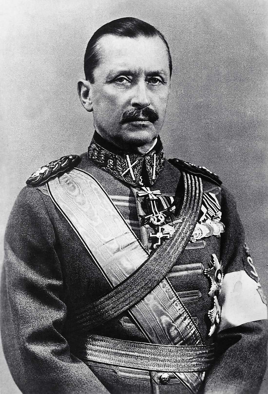 ...Carl Gustaf Emil Gustaf Mannerheim ledde de vita trupperna. Mannerheim gick senare vidare till att bli Finlands president och ledde landet i andra världskriget.