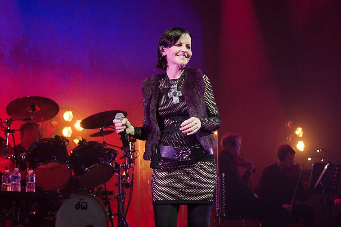 Dolores O'Riordan har gått bort, hon blev 46 år gammal. I maj uppträdde hon i Paris tillsammans med sitt band, The Cranberries.