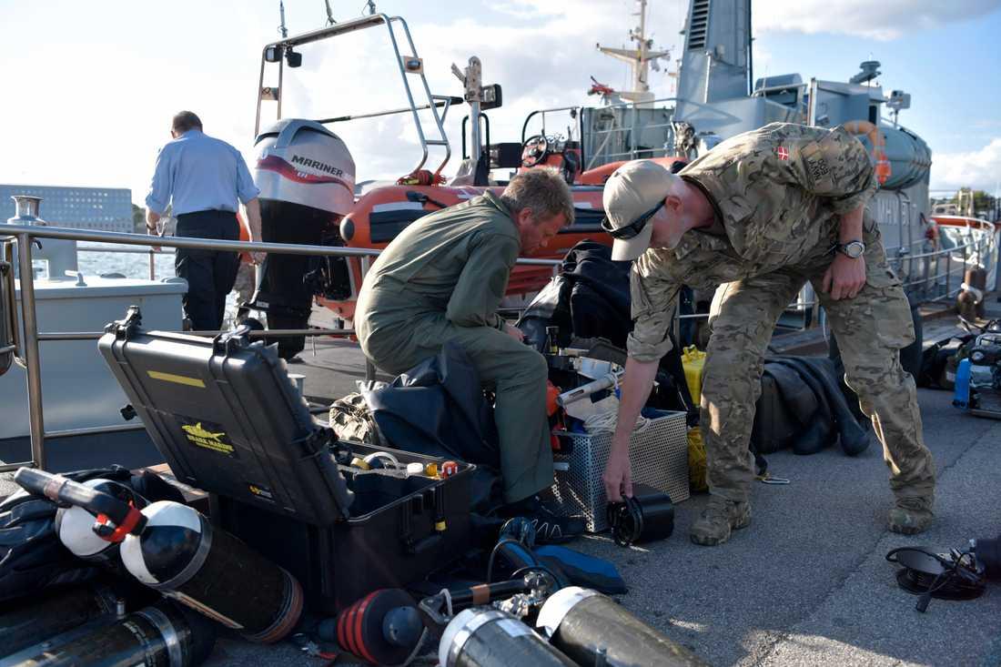 Danska dykare i samband med söndagens sökande.