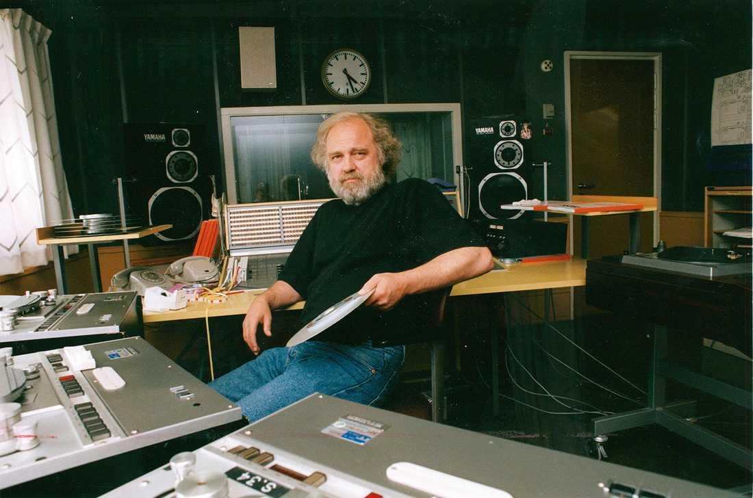 Hans Ernback 1991 i radiostudion.