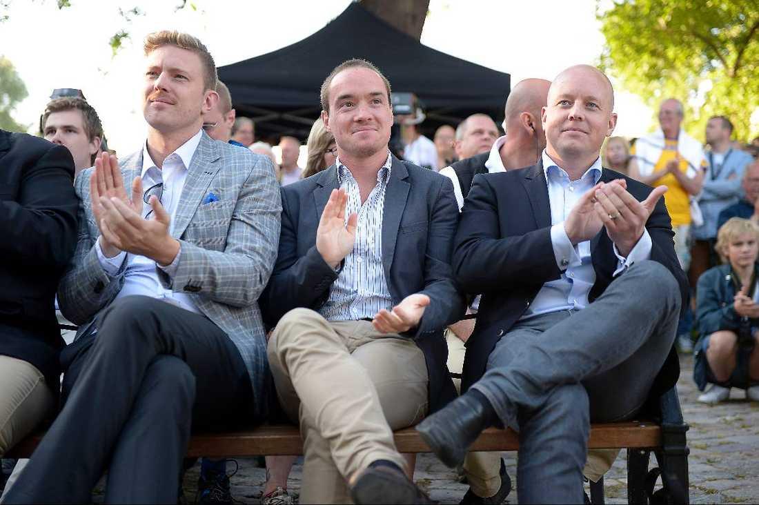 Sambandet avslöjadesKent Ekeroth, till vänster, lyssnar på Jimmie Åkessons tal i Almedalen.