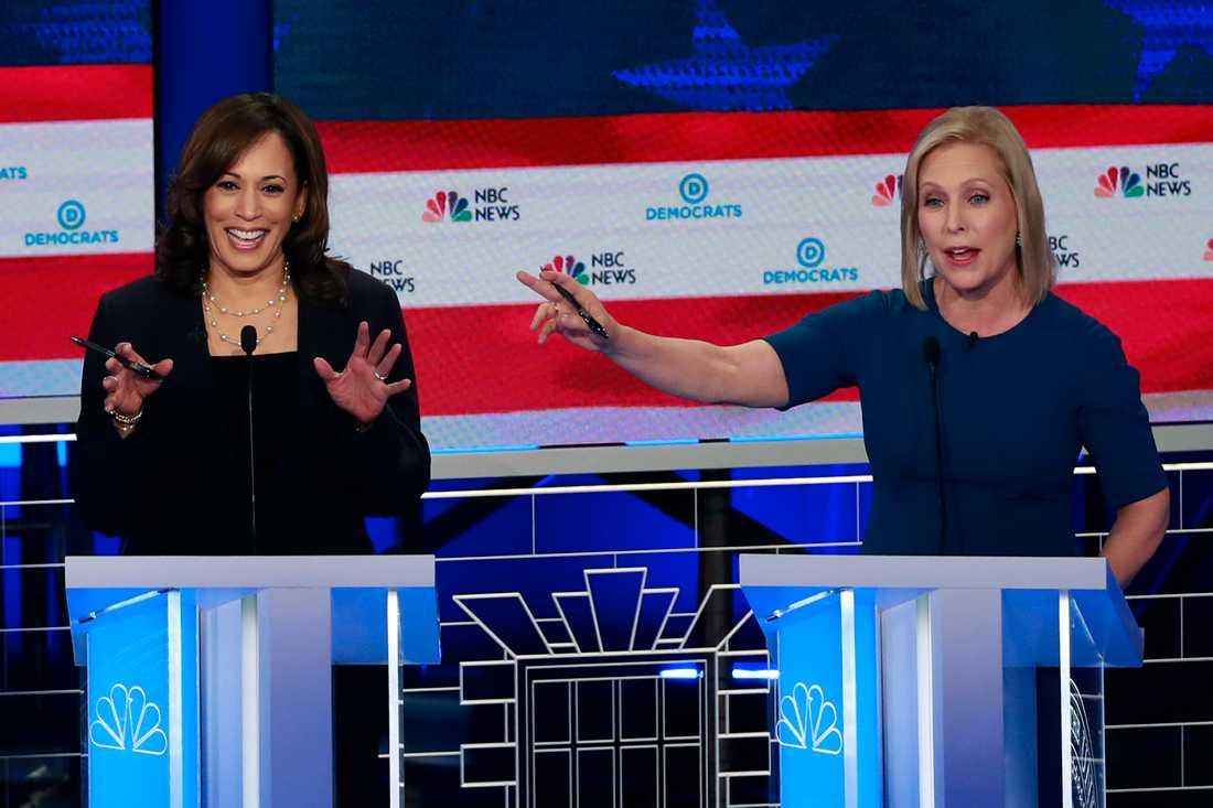 Demokratiska presidentkandidaterna Kamala Harris och Kirsten Gillibrand, under debatten i Miami.