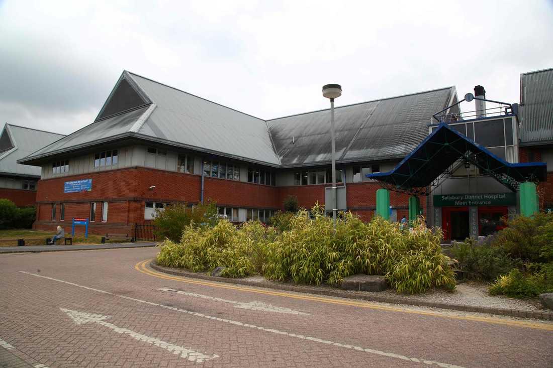 Personerna fördes till Salisbury District Hospital i Salisbury, cirka en mil från Amesbury.