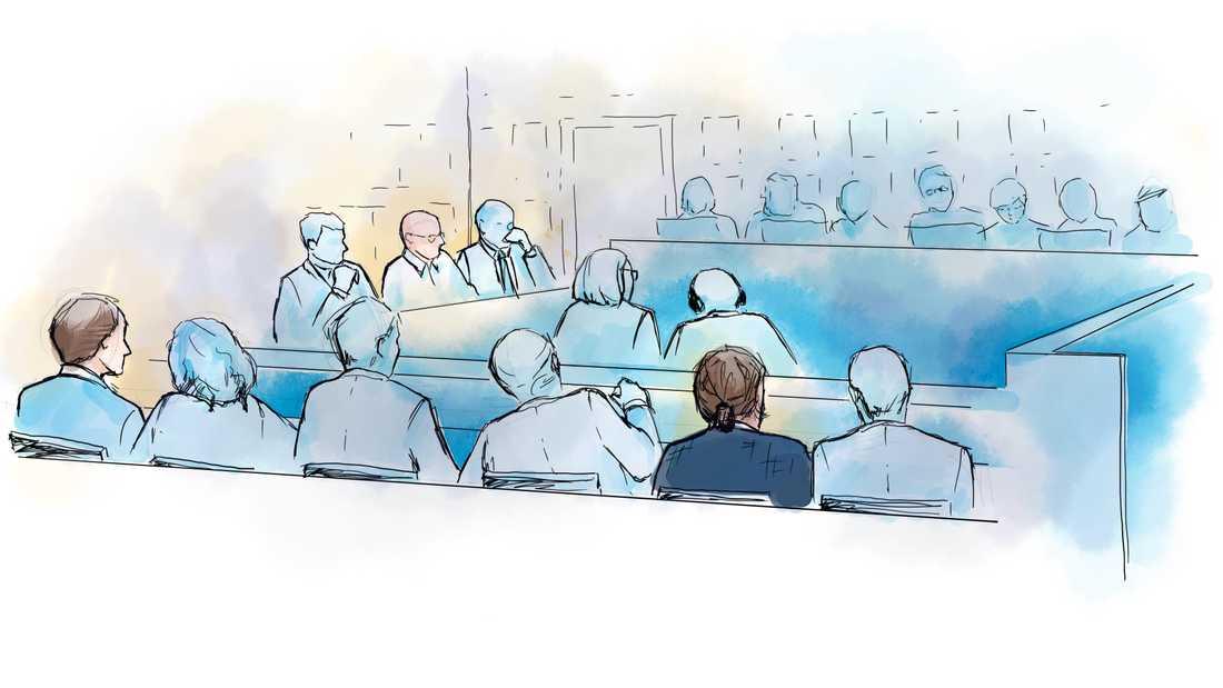 Teckning från huvudförhandlingen i Stockholms tingsrätt. Nu har målet förhandlats i hovrätten. Arkivbild.