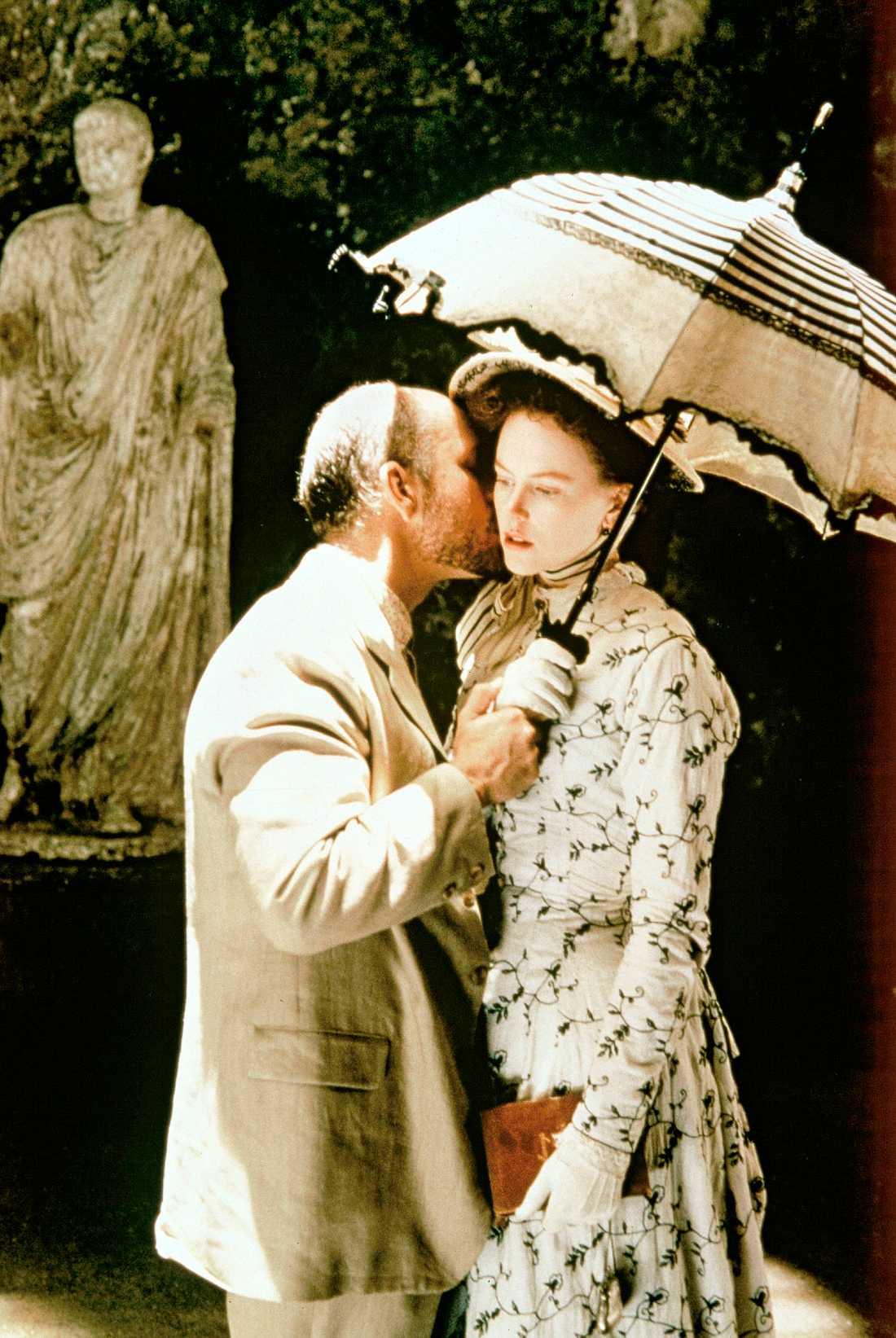 """John Malkovich som """"Gilbert Osmond"""" och Nicole Kidman som """"Isabel Archer"""" i """"Porträtt av en dam""""."""