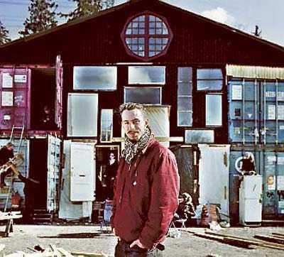 Arkitekten Victor Marx framför kulturhuset Cyklopen – före mordbranden.