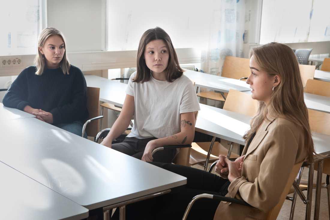 """Under tre olika workshops läste de upp påståendet: Jag är nöjd med sexualundervisningen jag fick i högstadiet. """"Ingen höll med. Det säger väldigt mycket"""", säger Linn."""