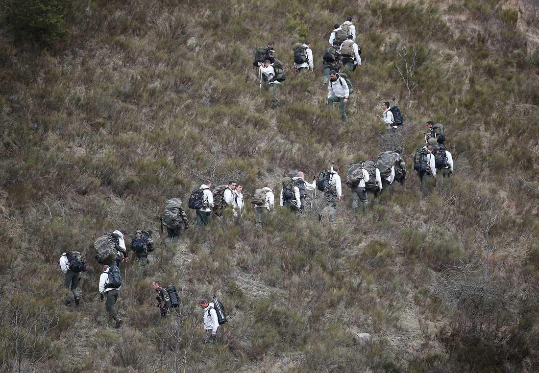Fransk militär på väg upp i berget.
