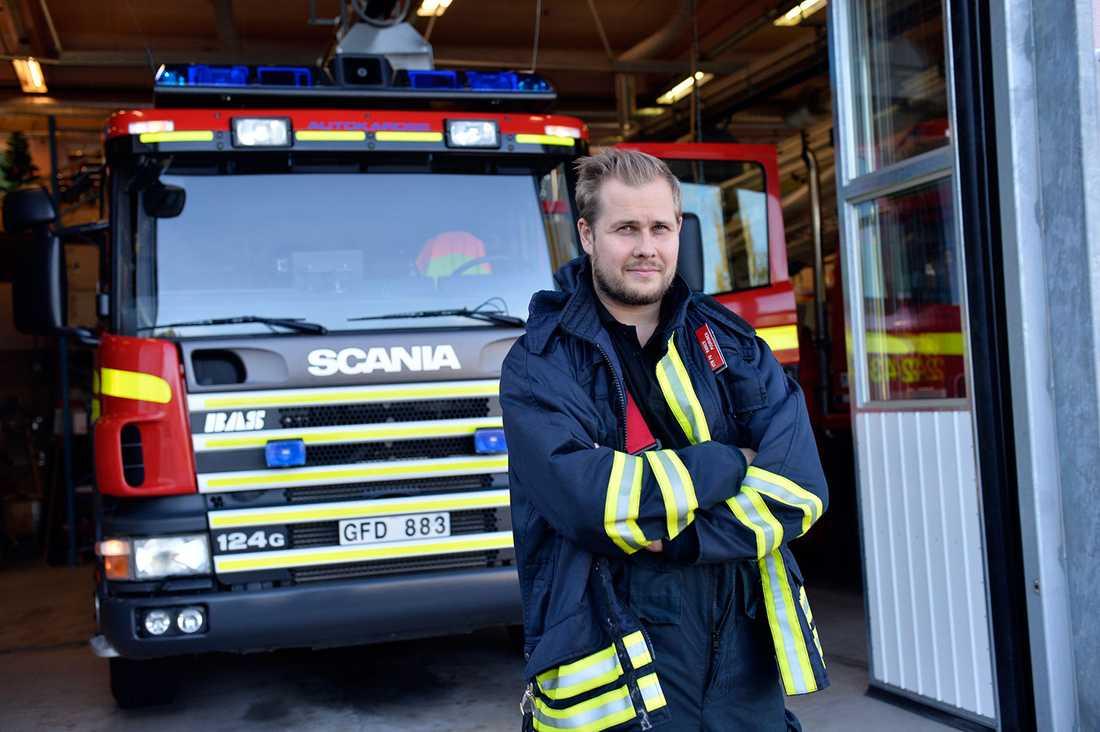 Rainer har jobbat som deltidsbrandman i tio år och vet hur man ska agera vid ett hjärtstopp.