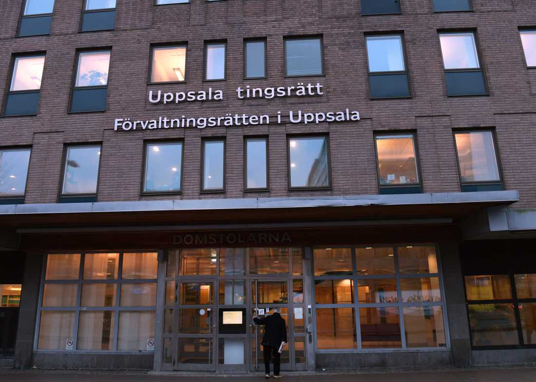Fyra personer har dömts i Uppsala tingsrätt för inblandning i mordet på en 46-årig man, som hittades död utanför Knivsta i februari. Arkivbild.