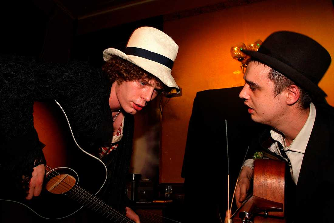 Alan Wass med Pete Doherty.