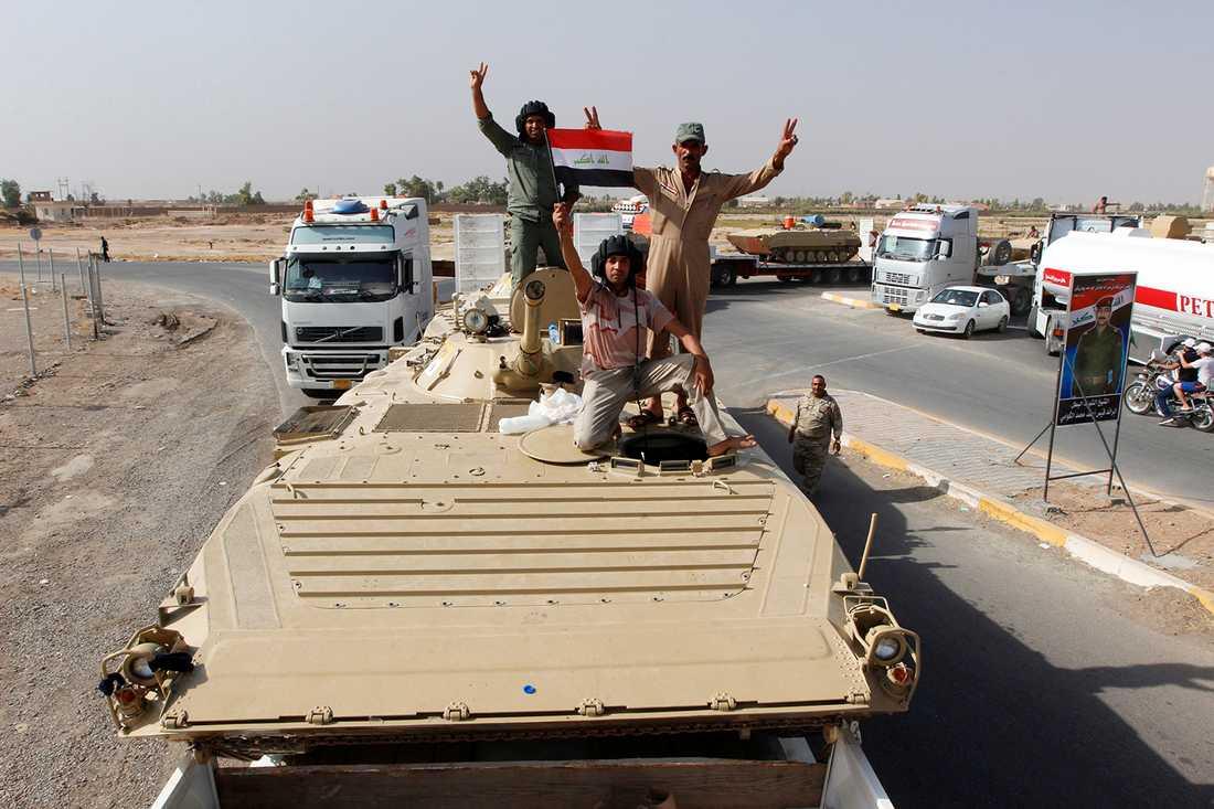 Irakiska soldater utanför Mosul. FOTO: REUTERS / TT /