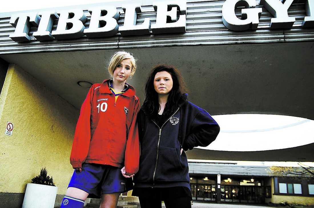 privat – under protest Frida Torpman, 14, och Linn Eriksson, 16, var två av de elever som protesterade när Tibble gymnasium privatiserades.