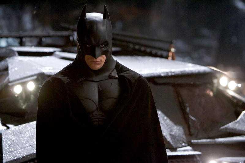 JA! Runt tio personer lystrar också till Batman.