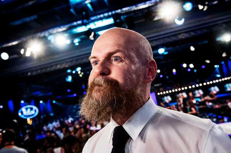 Goda vänner Alexander Bard är upprörd över att bli kallad rasist på grund av att han ätit lunch med Linus Bylund, riksdagsman för Sverigedemokraterna.