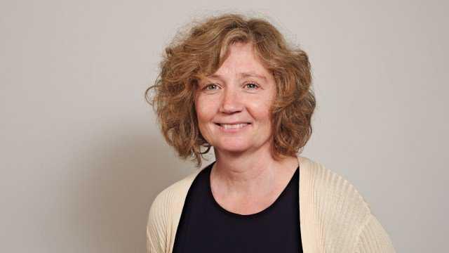 Eva Svedling, Lövins närmaste medarbetare, har undertecknat dokumentet.