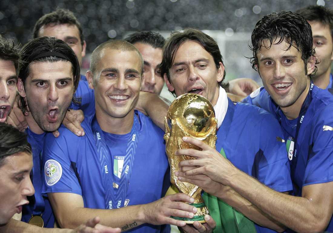 Vincenzo Iaquinta, till vänster, efter VM-guldet 2006.
