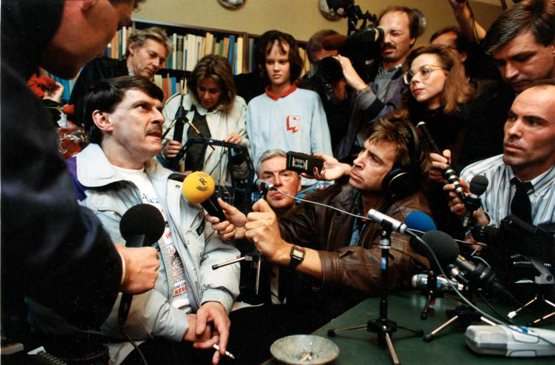 Christer Pettersson möter pressen efter frikännandet.