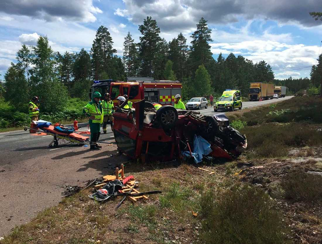 Från olycksplatsen i Skrika, Mönsterås sommaren 2017 då en rattfull man körde ihjäl två personer, en tredje Robert Bratt skadades.
