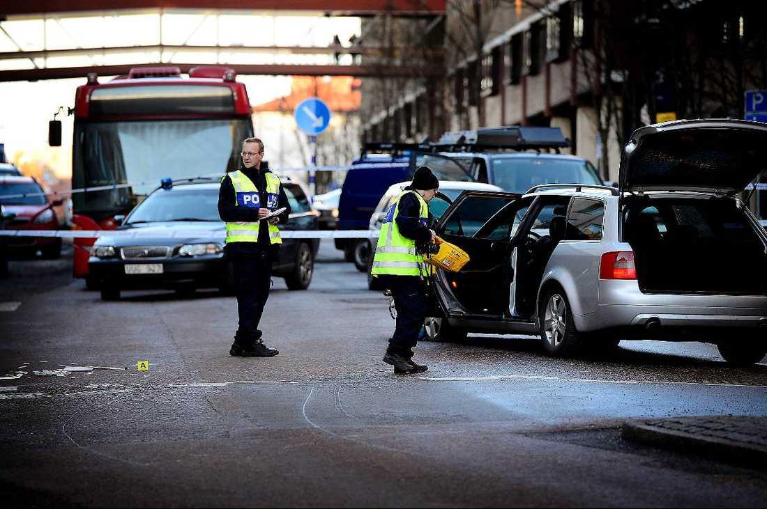 Kunde spåras  Audin som användes vid rånet var falskregistrerad – men chassinumret fanns kvar och på så sätt kunde polisen spåra en 22-åring med tydliga kopplingar till de misstänkta.
