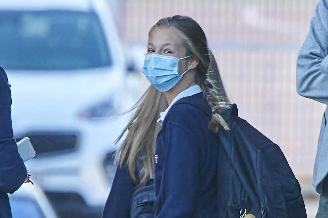 Prinsessan Leonors klasskompis konstaterades smittad med coronaviruset. Efter det har tronarvingen hållits isolerad i sitt hem.