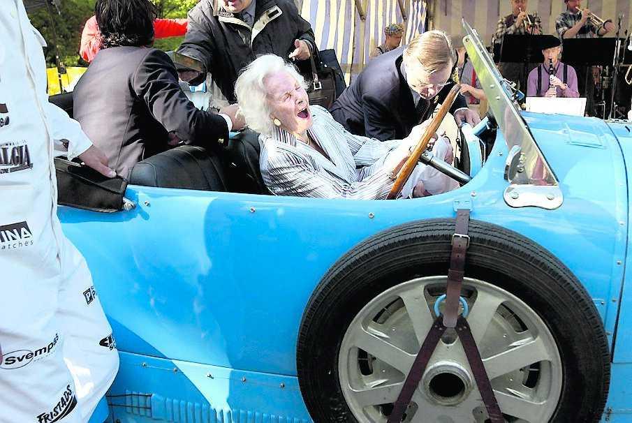 Lämnar prisutdelningen på Prins Bertil Memorial Day 2004.