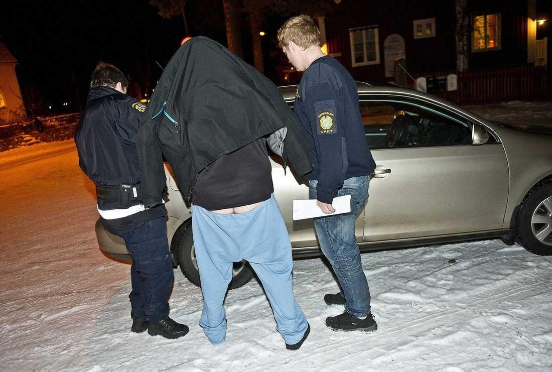 Politikern togs på bar gärning 9 januari i år sedan kvinnans familj anat oråd och följt efter färdtjänstbilen.