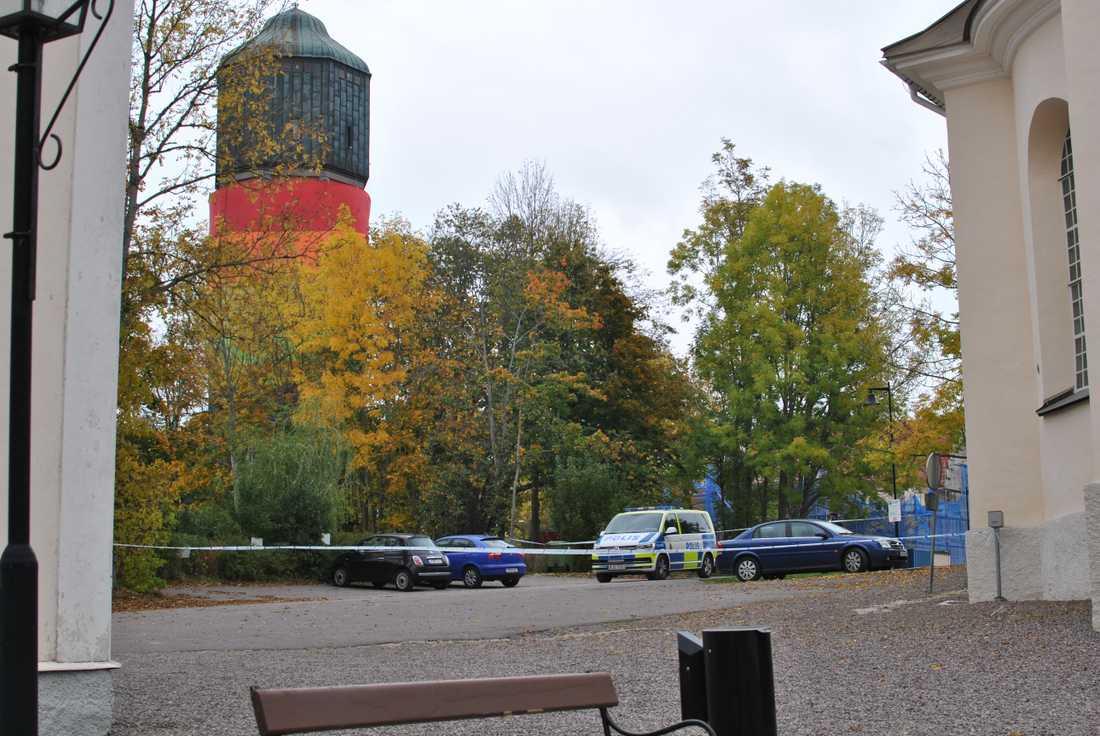 Den misstänkta bomben har hittats vid platsen där finalen för ett Pride-evenemang skulle hållas i dag.