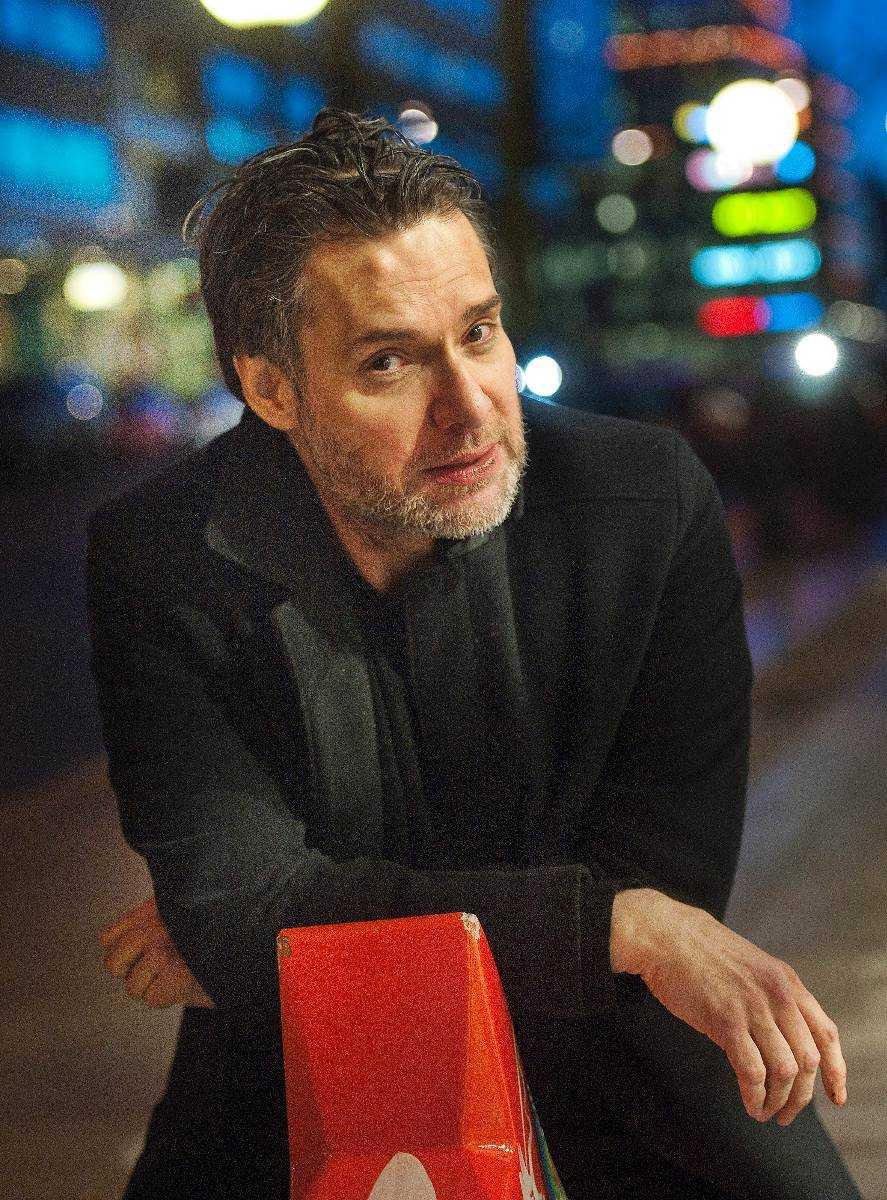 """Thorsten Flinck har fått ett ekonomiskt uppsving efter Melodifestivalen. """"Det har varit en bra tid, framför allt kan man höja gagerna. Det är alltid trevligt för en fattig man"""", säger han."""