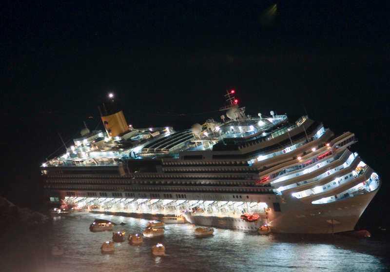KAOS 4 000 passagerare skulle lämna skeppet. Långt innan passagerarna var i säkerhet övergav hennes kapten skeppet.