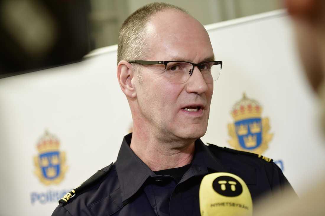 """""""Ett ganska brutalt gärningsförlopp"""". Så sammanfattar polisen Filippo Bassini kuppen mot domkyrkan i Strängnäs där kulturhistoriskt ovärderliga regalier stals."""