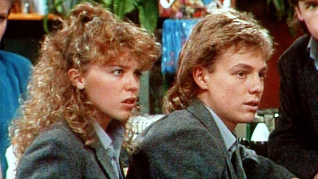 """Darius Perkins rollfigur i """"Grannar"""" togs över av Jason Donovan (till höger). Till vänster Kylie Minogue, innan popkarriären fick fart."""