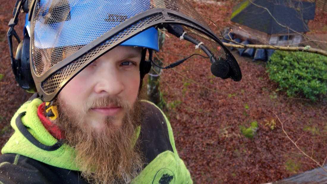 """Arboristen Christopher Gårner tvekade inte när nödropet kom på Facebook. """"Eftersom jag har erfarenhet av att klättra och rädda katter, erbjöd jag mig att hjälpa"""", säger han."""