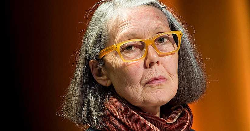 Anne Carson (f. 1950) är en kanadensisk författare, poet, översättare och litteraturkritiker.