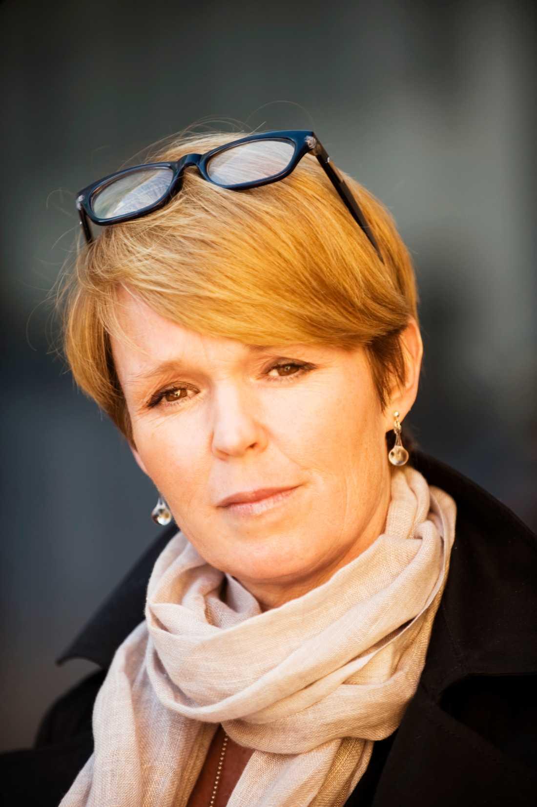 Johanna Daehli får Arts et Lettres-orden. Pressbild.