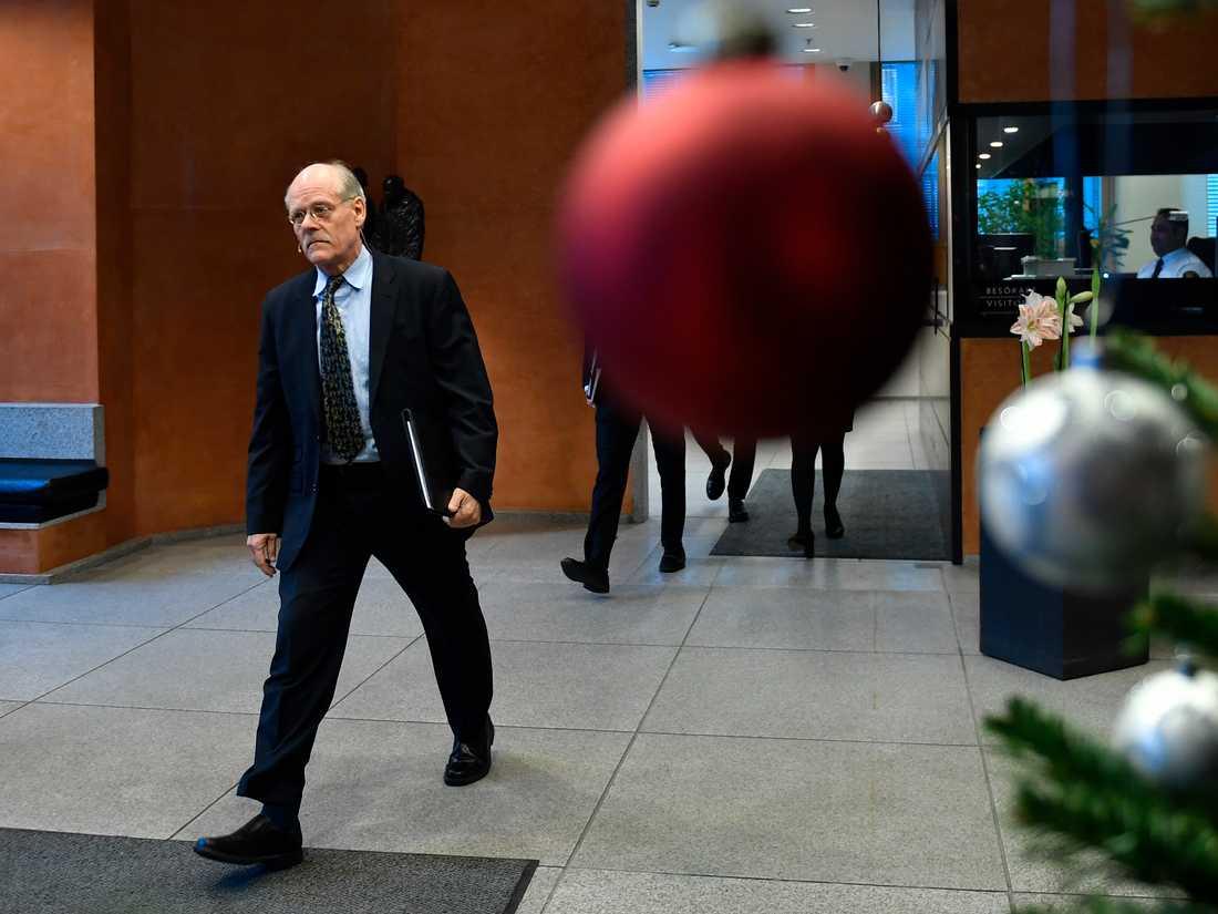 Riksbankschef Stefan Ingves kommenterar dagens räntebesked under en pressträff på Riksbanken i Stockholm.
