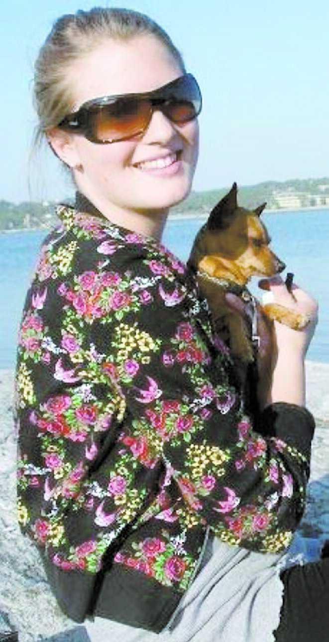 DÖDADES Sarah Malmros med sin hund Frankie när han fortfarande levde.