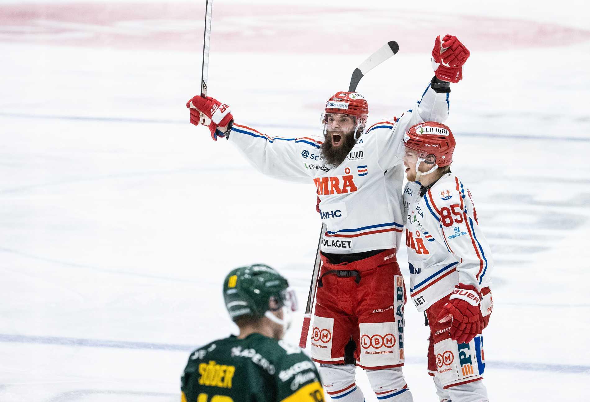 Timrås Per Svensson jublar efter märkliga 3–0-målet mot Björklöven.