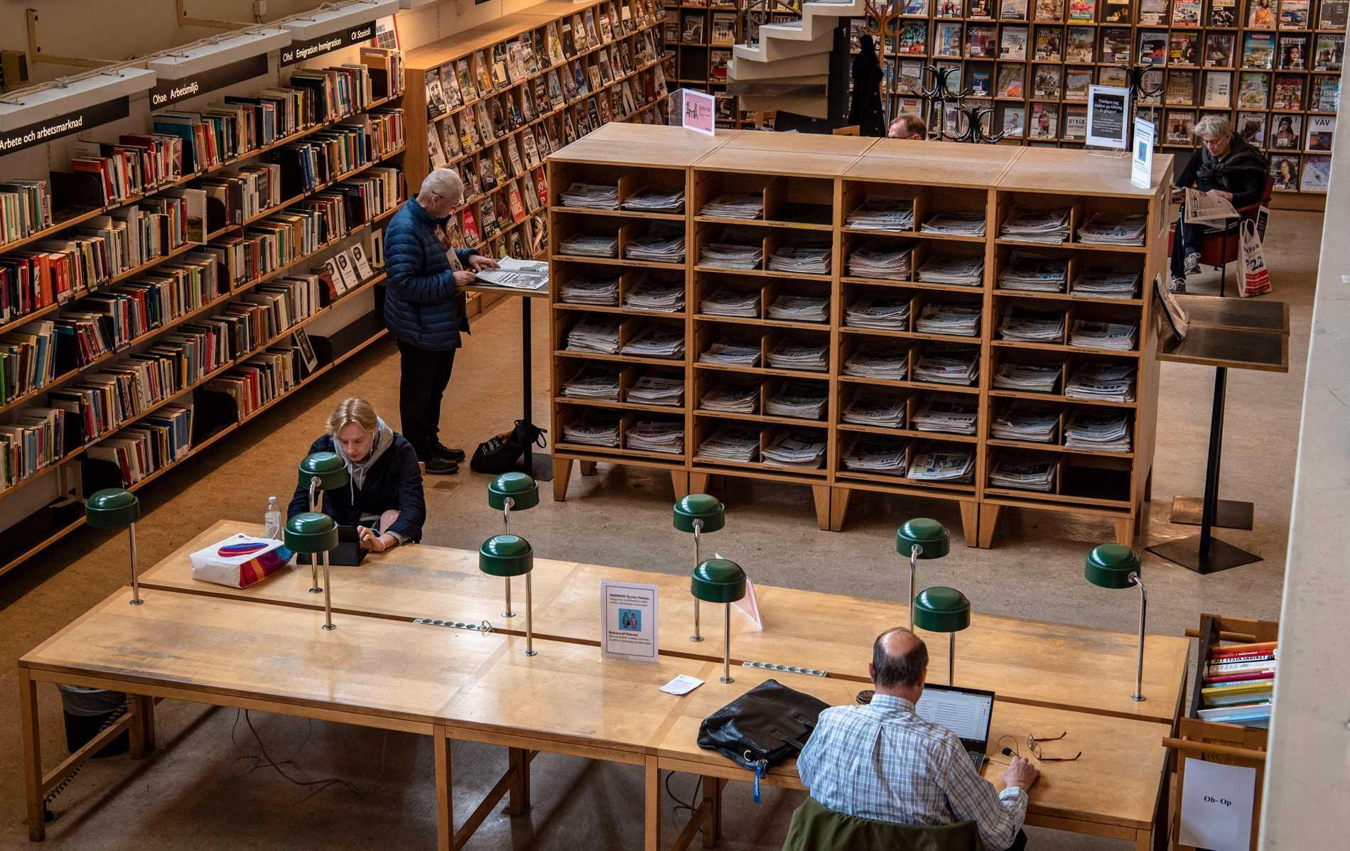 Biblioteken behövs nu mer än någonsin, men har hamnat i kläm mellan streamingjättar och medborgare, skriver Martin Aagård.