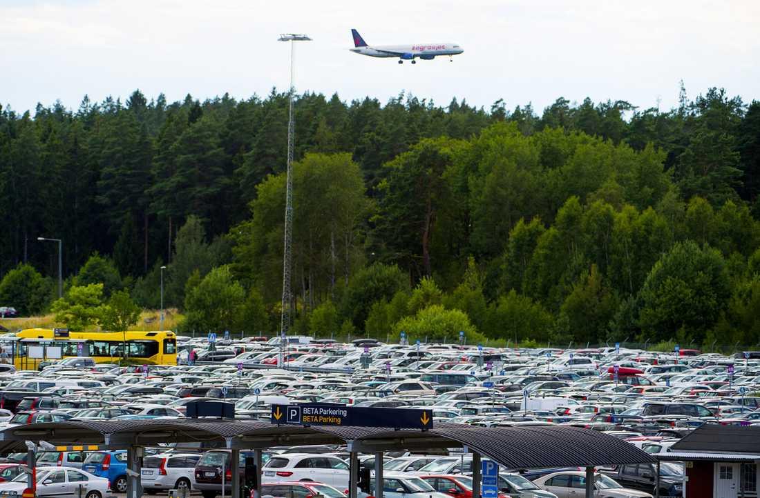 Att parkera på Arlanda kan bli dyrt, i alla fall i jämförelse med andra länder.