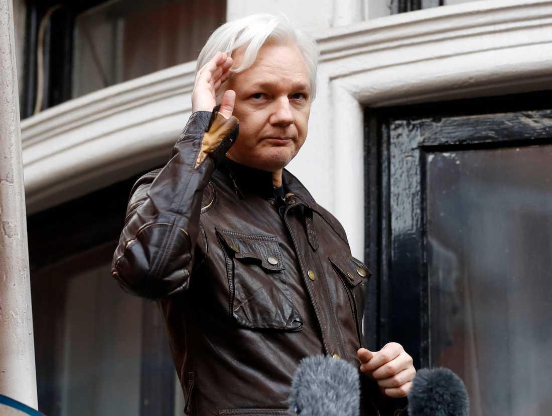 Julian Assange när han befann sig på flykt från brittisk rättvisa på Ecuadors ambassad i London. Arkivbild.