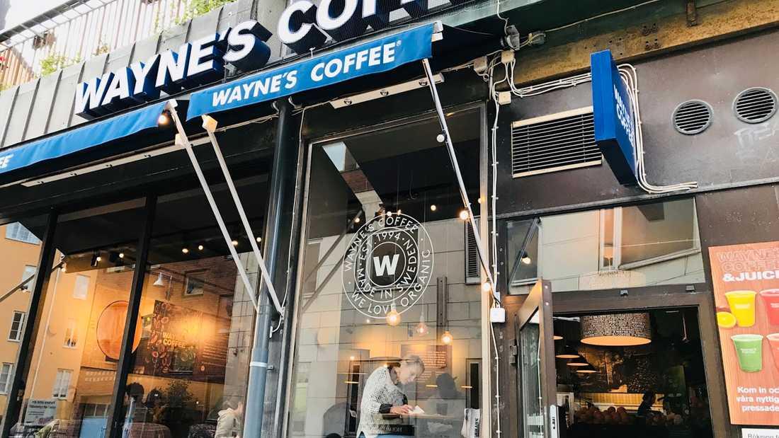 Waynes coffee tvingas stänga tre av fyra caféer.