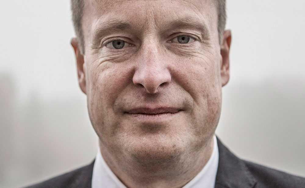 """""""Det är en feg attack mot det öppna samhället, ett terroristdåd. Tankarna går till den dödes familj och de drabbade"""", säger inrikesminister Anders Ygeman (S)."""