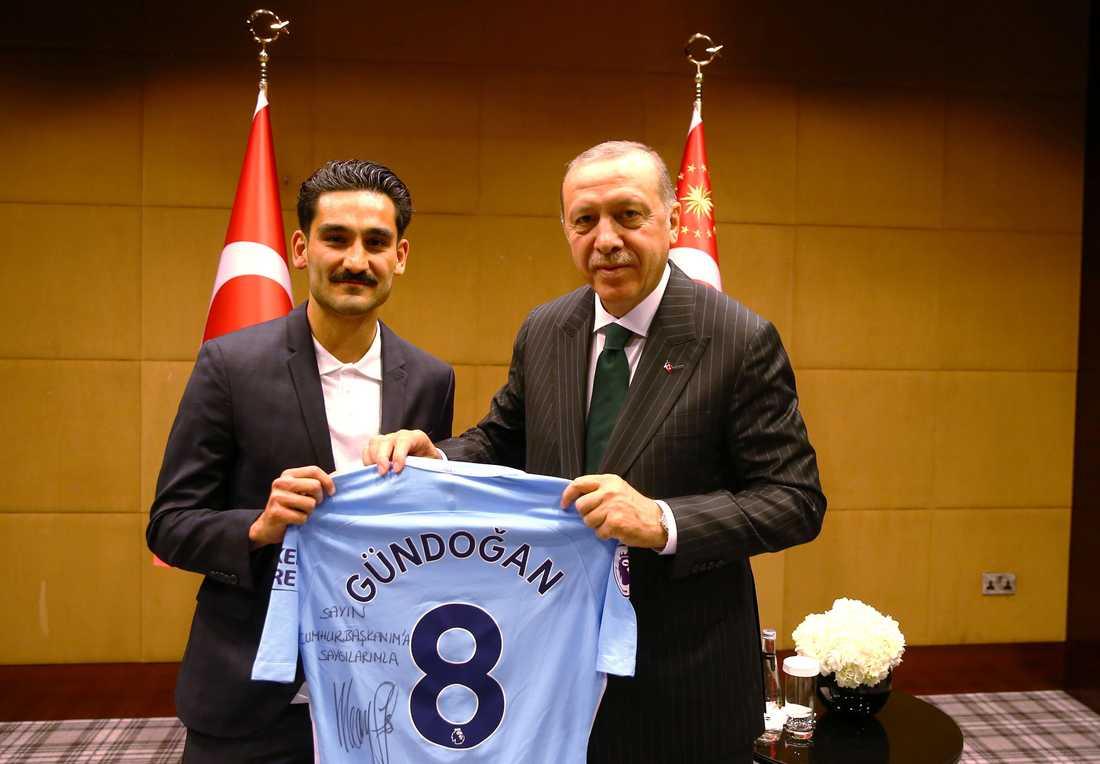 Ilkay Gündogan tillsammans med Turkiets president Recep Tayyip Erdogan.