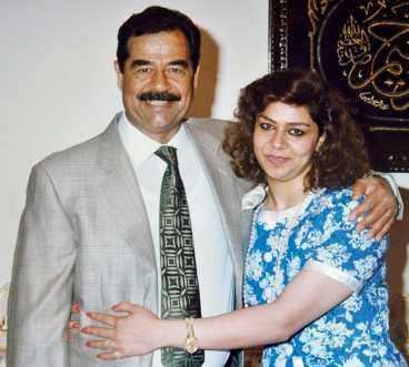 Saddam Hussein omfamnar sin favoritdotter Raghad.