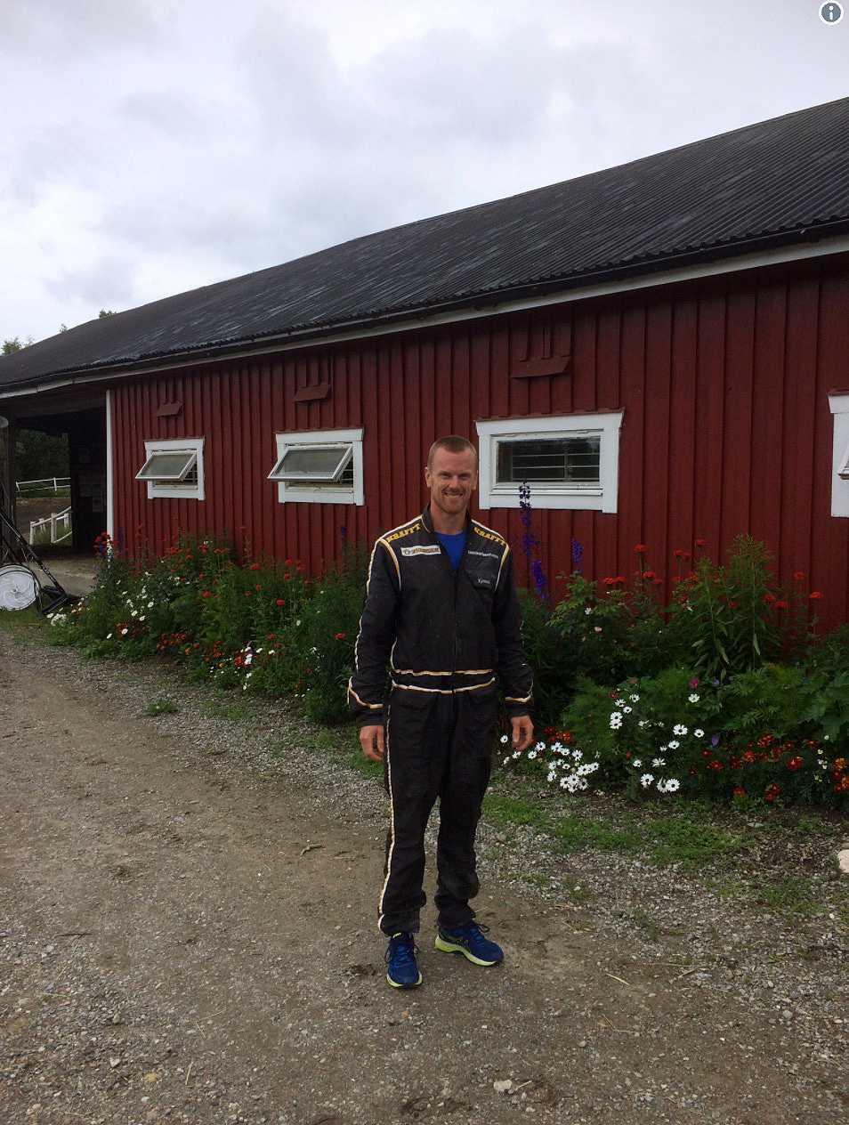 Daniel Sedin besökte Björn Karlssons går och sin häst.