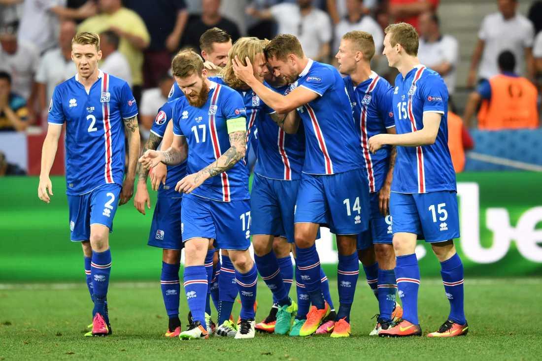 Island gjorde 2-1 i 18:e minuten.