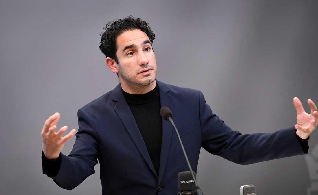 Socialförsäkringsminister Ardalan Shekarabi .