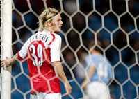 SEGER I DEBUTEN Sebastian Larsson fick en lyckad debut i Arsenal. Seger mot Manchester City med 2–1 i ligacupen.